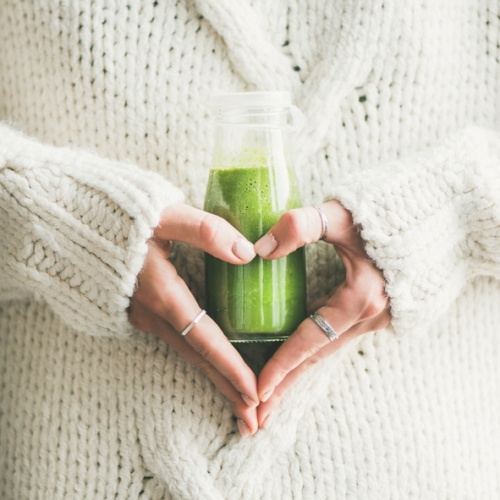 6 Ways to Stay Green in a Day of Meetings - woman holding smoothly making heart with hands